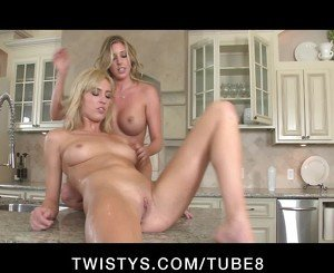 BIG TIT LESBIAN TEEN DAUGHTERS PLAY